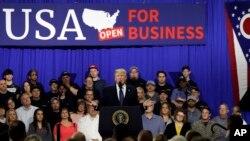 El presidente Trump destaca su plan económico en visita a población de Cincinnati, Ohio.