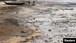 Atlantic shoreline at Orobiri village days after Royal Dutch Shell's Bonga off-shore oil spill, Nigeria's delta state, Dec. 31, 2011.