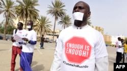 Manifestation à Dakar le 22 avril 2016 contre le regime de Yahya Jammeh en Gambie.