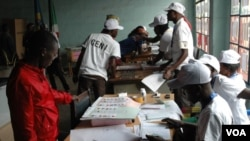 Election officials count votes on election day in Bujumbura, Burundi. (June 29, 2015.)