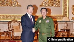 တရုတ္ႏိုင္ငံျခားေရး Wang Yi နဲ႔ ျမန္မာကာကြယ္ေရး ဦးစီးခ်ဳပ္ ဗိုလ္ခ်ဳပ္မႈးႀကီးမင္းေအာင္လိႈင္နဲ႕ သီးျခားေတြ႔ဆံုစဥ္ (Photo-General Min Aung Hlaing FB)
