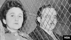 Ethel və Julius Rosenberglər Amerikanin atom sirlərini Sovetlərə verdiklərinə görə elektrik stulunda edam olunublar