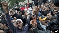 宪政民主联盟总部门外的抗议者
