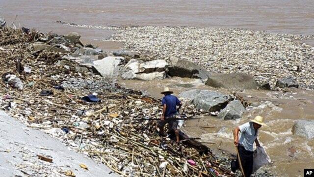 Warga di Tiongkok berang dengan pemerintahnya karena membiarkan sungai-sungai di daerah mereka tercemar. (Foto: Dok)