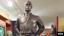 普京塑像 (美国之音白桦拍摄)