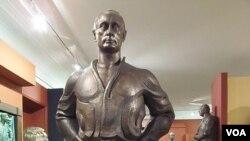 普京塑像 (美國之音白樺拍攝)