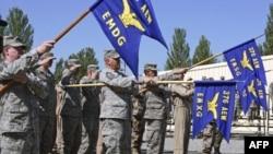 Binh sĩ Mỹ tại Căn cứ Không quân Manas gần thủ đô Bishkek, Kyrgyzstan