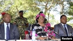 Makamu wa rais wa Malawi Joyce Banda akiongea na vyombo vya habari katika mji mkuu Lilongwe.