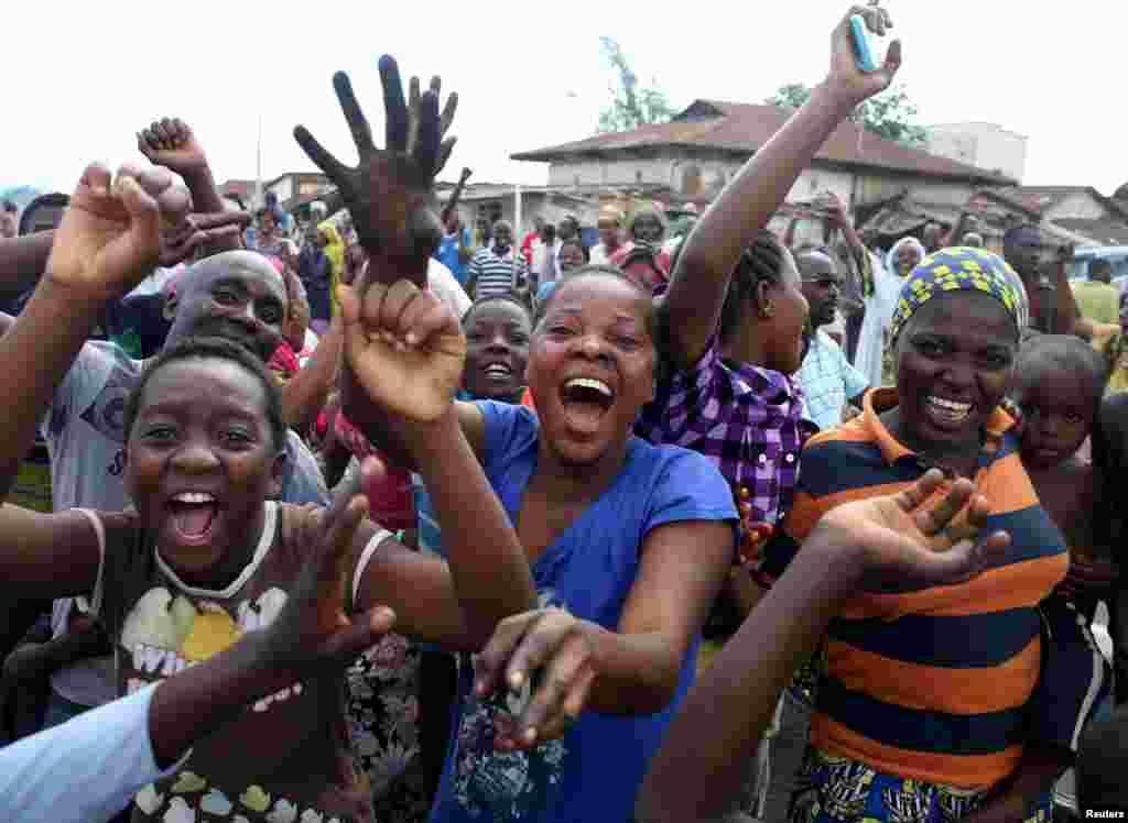 People celebrate in a street in Bujumbura, May 13, 2015.