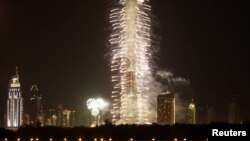 Kota Dubai menyelenggarakan pesta kembang api setelah dipastikan menjadi tuan rumah World Expo untuk tahun 2020 (foto: dok).