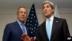 Državni sekretar Džon Keri i ruski ministar inostranih poslova Sergej Lavrov u Bruneju