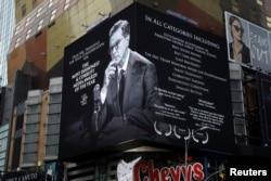 Sebuah papan reklame menayangkan promosi acara bincang-bincang malam Stephen Colbert di dekat New York's Times Square, New York, 16 January 2018.