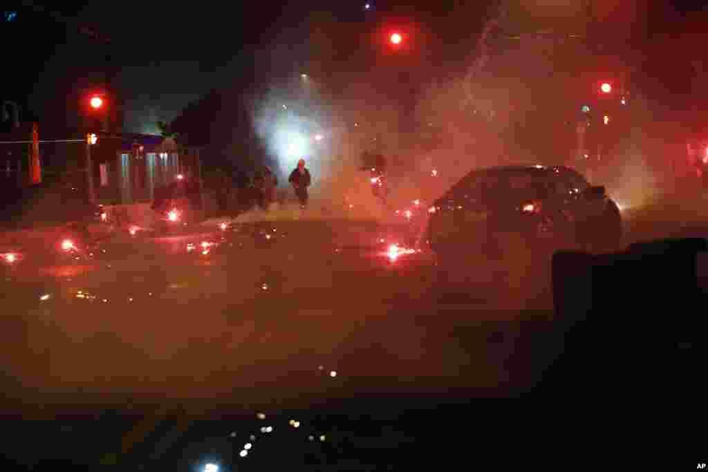 Minneapolis ၿမိဳ႕ ဆႏၵျပပြဲတခုအတြင္းေတြ႔ရသည့္ stun grenade ထိမွန္သြားသည့္ ဆႏၵျပသူတဦး။ (ေမ ၂၉၊ ၂၀၂၀)