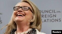Como secretaria de Estado Clinton visitó 112 países y cubrió casi un millón de millas de vuelo.