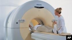 폐암 조기발견을 위한 PET(양전자) CT 촬영 모습