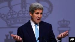 19일 스페인을 방문한 존 케리 미 국무장관이 마드리드 스페인 외교부에서 기자회견을 하고 있다.