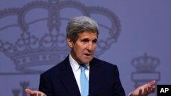 """""""Incluso los rusos y los iraníes, han dicho que no hay una solución militar. Por tanto, necesitamos dedicarnos a buscar una solución política"""", indicó en España, el secretario de Estado estadounidense John Kerry."""
