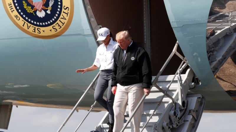Donald Trump constate les dégâts de l'ouragan Michael en Floride