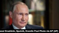Trong bức hình chụp ngày 2 tháng 3, 2018 và được cộng bố ngày 10 tháng 3, Tổng thống Nga Vladimir Putin trả lời phỏng vấn của đài NBC News tại Kaliningrad, Nga.