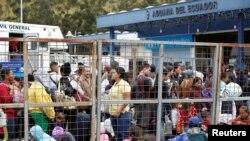 Los inmigrantes venezolanos han huido hacia países de la región como EE. UU. y Colombia, así como al Caribe, pero también se encuentran dispersos por Europa. En la imagen ciudadanos venezolanos en la frontera de Ecuador con Colombia, en agosto de 2019.