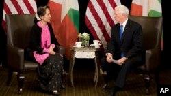 """Phó Tổng thống Mỹ Mike Pence lên án Myanmar đã """"đàn áp"""" người Hồi giáo Rohingya khi gặp bà Aung San Suu Kyi hôm 14/11/2018."""