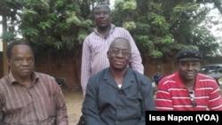 Le syndicat du SYNSHA à quelques heures de l'entrée en grève au Siège Éducation Ouvrière de Ouagadougou, Burkina, le 21 novembre2016. (VOA/Issa Napon)