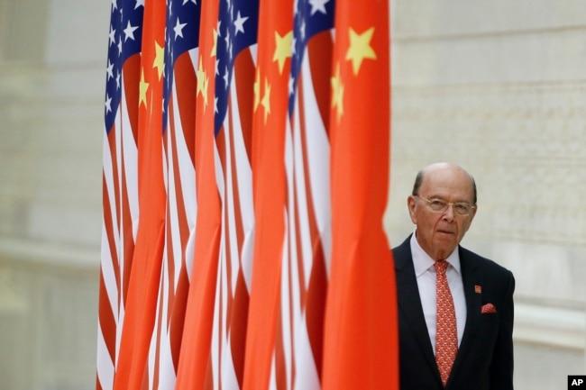 美國商務部長羅斯抵達北京人大會堂參加國宴。 (2017年11月9日)