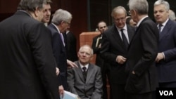 Para menteri keuangan dari 17 negara zona euro dalam pertemuan membahas dana talangan bagi Yunani di Brussels, Belgia.