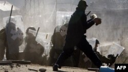 Dhjetëra të plagosur nga dhuna në veriun e Kosovës