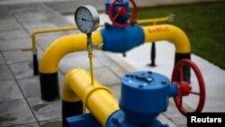 乌克兰天然气田的油管、阀门和压力表
