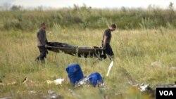 شورشیان طرفدار روسیه در اوکراین اجساد قربانیان را با خود بردند