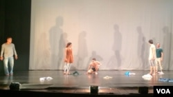 """""""Departure"""" is a dance that reflects uncertainty in life and separation highlighting painful experience, refugee, death, and immigration. (Phorn Bopha/VOA Khmer)"""