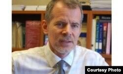 美国民权联盟纽约分部法律副主任克里斯托弗•邓恩(Christopher Dunn)