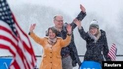 Klobuchar, aboga y ex fiscal en el condado más grande de Minnesota, se enorgullece de conseguir resultados a través de la cooperación bipartidista.