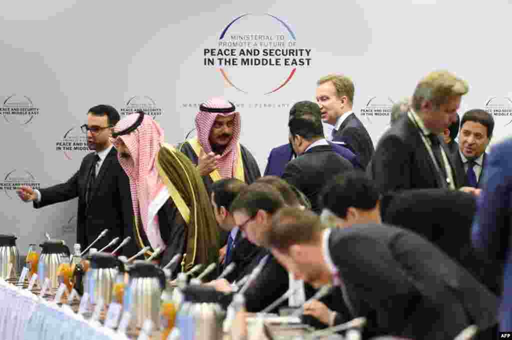 کشورهای عربی در کنفرانس ورشو به همراه اسرائیل حضور دارند. تایمز اسرائیل می گوید این همنشینی از سال ۱۹۹۱ به این سو بی سابقه است. نخست وزیر اسرائیل گفته تهدید ایران، اسرائیل و کشورهای عربی را به هم نزدیک کرده است.