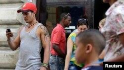 ZunZuneo, como se llamaba el programa de mensajes de texto, estaba entre varios programas de la agencia destinados a la sociedad civil cubana con el fin de generar un cambio democrático en la isla.