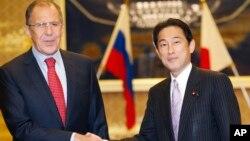 俄羅斯外長拉夫羅夫(左)與日本外交大臣岸田文雄11月1日在東京會晤。