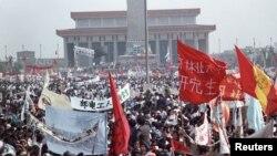 1989年5月17日,几十万学生和支持者云集北京天安门广场,要求实行政治和经济改革。(资料照)