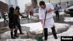 Sebagian wilayah AS kembali dilanda badai salju Minggu (16/3) malam (foto: dok).