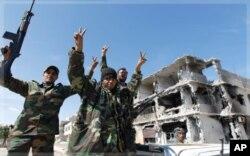 La mort de Kadhafi a été annoncée peu après la chute de sa ville natale, Syrte, le 20 octobre 2011
