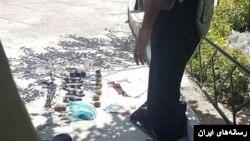 سلاح و مواد منفجره به دست آمده از مهاجمان به آرامگاه آیت الله خمینی در تهران