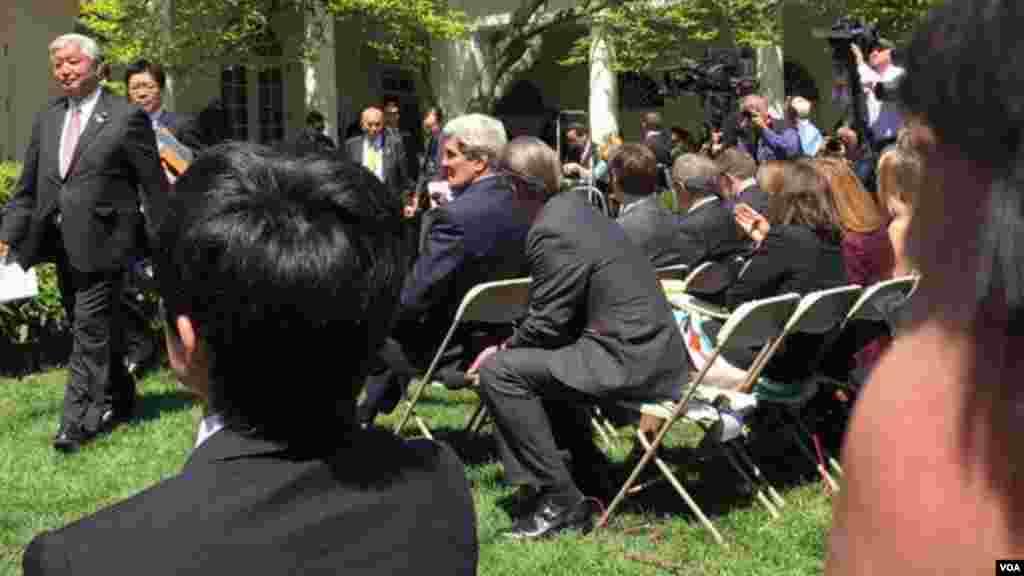 美国国务卿克里就位坐第一排 (美国之音张蓉湘拍摄)