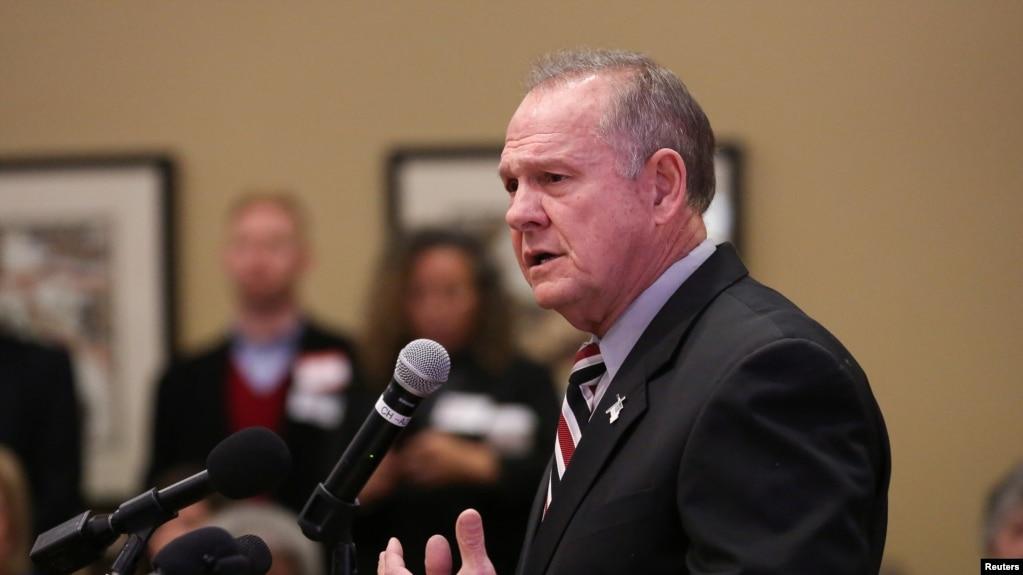 阿拉巴马州共和党联邦参议员候选人、前法官罗伊·莫尔在阿拉巴马州的一次共和党退伍军人活动上讲话。(2017年11月11日)