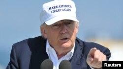 Ứng cử viên Tổng thống Đảng Cộng hòa Donald Trump phát biểu trong một cuộc họp báo tại sân golf Turnberry ở Scotland, ngày 24 tháng 6 năm 2016.