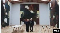 Кадр из фильма. Илья и Эмилия Кабаковы в мастерской на Лонг-Айленде, Нью-Йорк