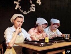 芝加哥一个剧团表现镭工厂女工的戏剧