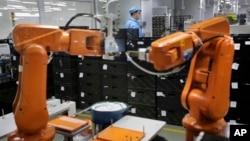 深圳一家高科技公司用機械人。