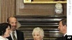 美国首位拉美裔最高法院法官宣誓就职