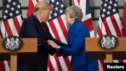 Perdana Menteri Theresa May dan Presiden AS Donald Trump menghadiri konferensi pers bersama di London, Inggris, 4 Juni 2019.