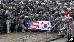 Foto de archivo de ejercicios militares entre Estados Unidos y Corea del Sur de diciembre de 2015.